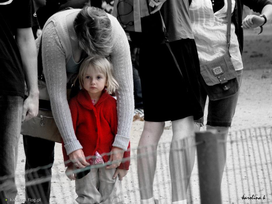 313. Dziewczynka w czerwonym płaszczyku