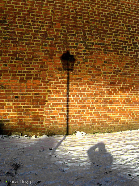 http://s9.flog.pl/media/foto_middle/6109240_lampa.jpg