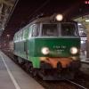 ET22-738 :: 20 października 2012 - Wy<br />luzowany byczek przejeżdż<br />a przez Gdańsk Główny, za<br /> chwilę zatrzyma s
